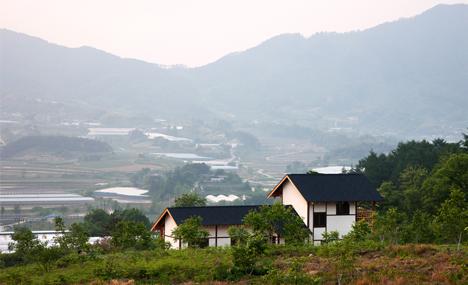 House in Geochang by studio_GAON