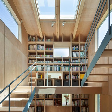 dezeen_House in Nanakuma by MOVEDESIGN_sq2a