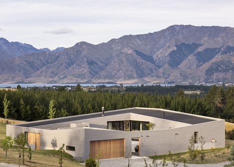 Lake Hawea Courtyard House by Glamuzina Paterson Architects