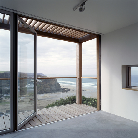Two Passive Solar Gain Houses in Porthtowan by Simon Conder Associates