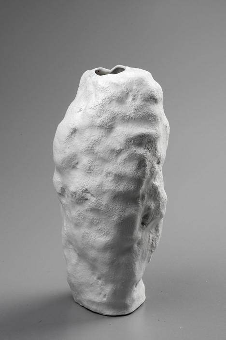 Snow Vase by Maxim Velčovský