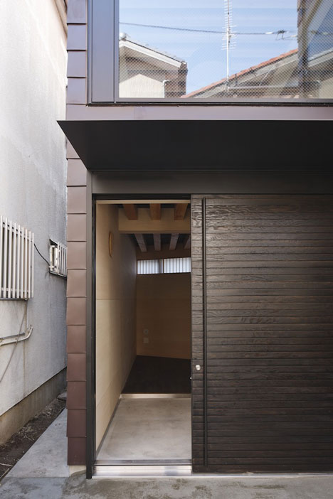 Alley House by Apollo Architects & Associates