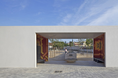 City Centre Pavilion and Main Square by Comac