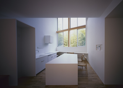 House in Kamihachiman by Horibe Associates
