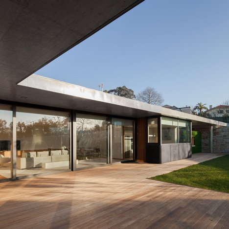 House in Mosteiro by Arquitectos Matos