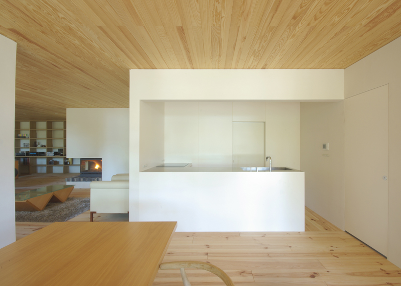 House in Oiwake by Case Design Studio