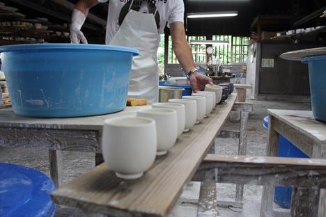 Patterned porcelain ceramics by Nendo