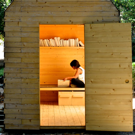 dezeen_Reading Cabin by Marta Wengorovius_1sq