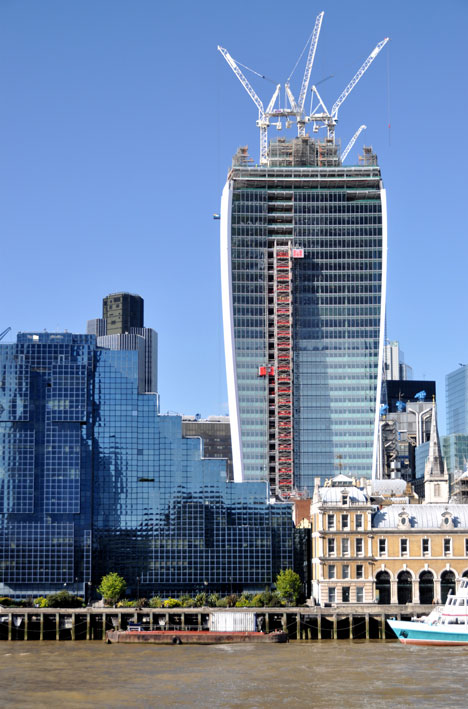 "Viñoly's Walkie Talkie ""melts cars"""