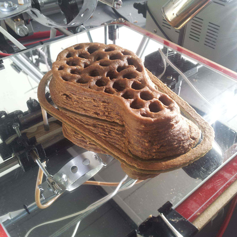 3D-printing straw substrate for Mycelium Chair by Eric Klarenbeek