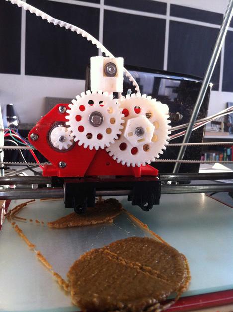 3D-printing straw for Mycelium Chair by Eric Klarenbeek