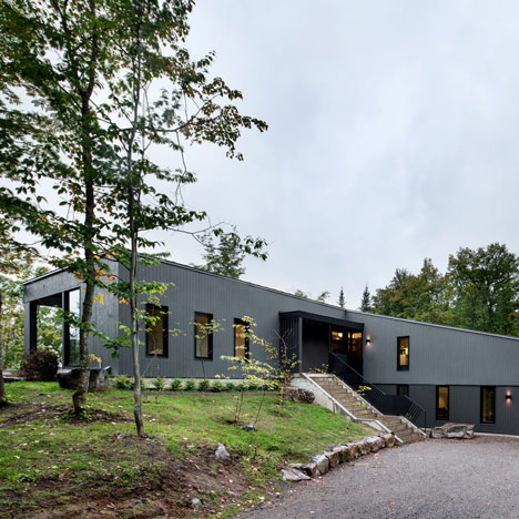 La Sentinelle house in Quebec by naturehumaine