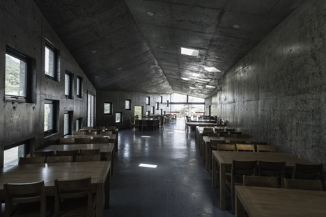 Concrete Tianzhoushan Tea House by Archiplein