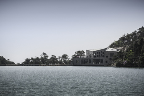 Concrete Tianzhoushan Tea House by Archiplein
