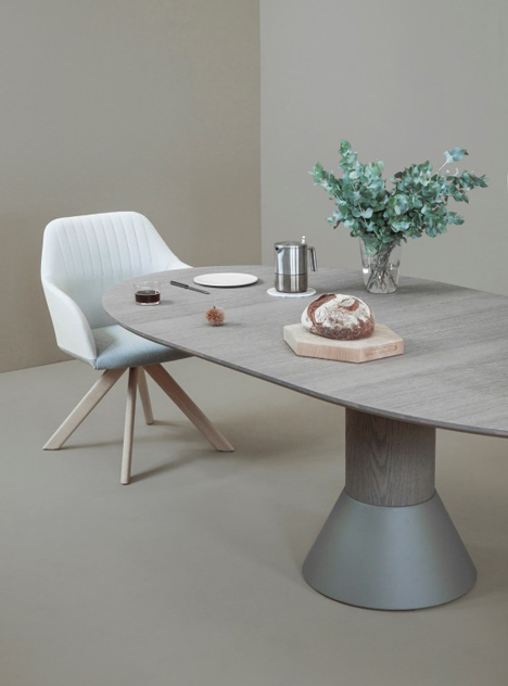 The Balance Can Be Supplied Both As A Fixed And An Extendable Table.