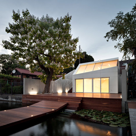 Bathing Hut by Share Architects