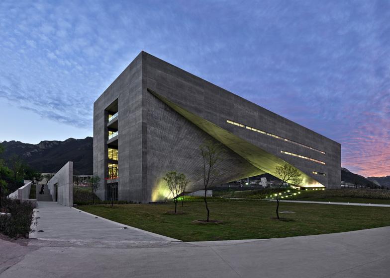 http://static.dezeen.com/uploads/2013/10/dezeen_Centro-Roberto-Garza-Sada-de-Arte-Arquitectura-y-Dise%C3%B1o-by-Tadao-Ando_ss_3.jpg