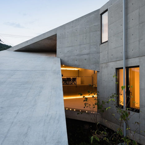 dezeen_House in Hyogo by Shogo Aratani Architect & Associates_sq