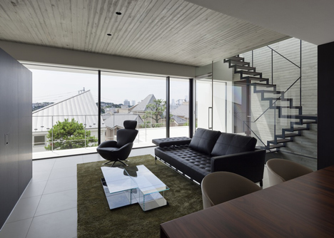 House in Shinoharadai by Tai and Associates