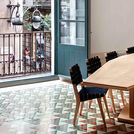 Carrer Avinyo by David Kohn Architects