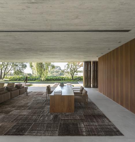 Pinheiro House by Studio MK27