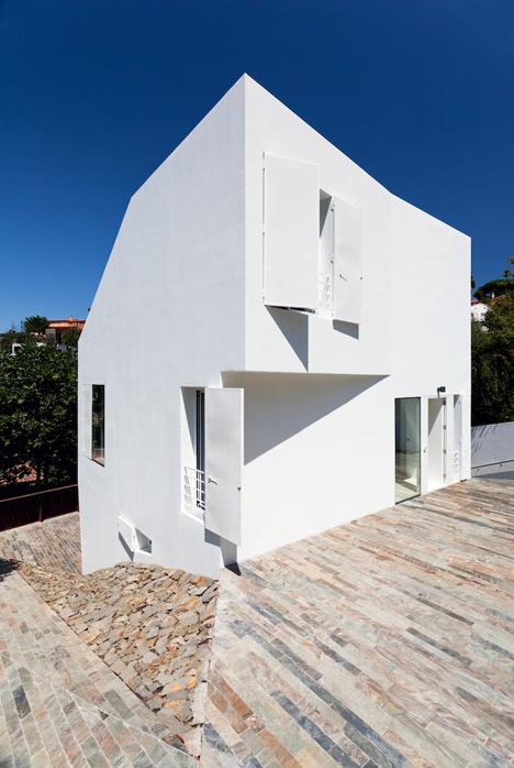 Vallvidrera House by YLAB Arquitectos