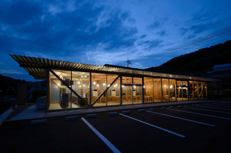 Cafeteria in Ushimado by Niji Architects_dezeen_22