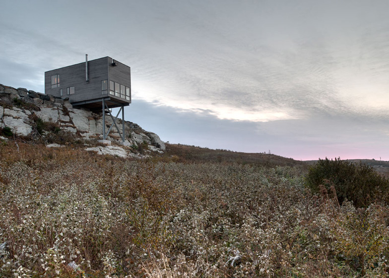 Cliff House by MacKay-Lyons Sweetapple Architects is perched over a rocky outcrop