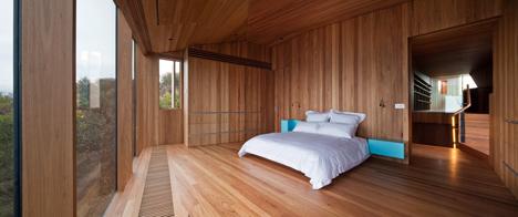 John Wardle's Fairhaven Beach House wraps a courtyard and stretches towards the ocean