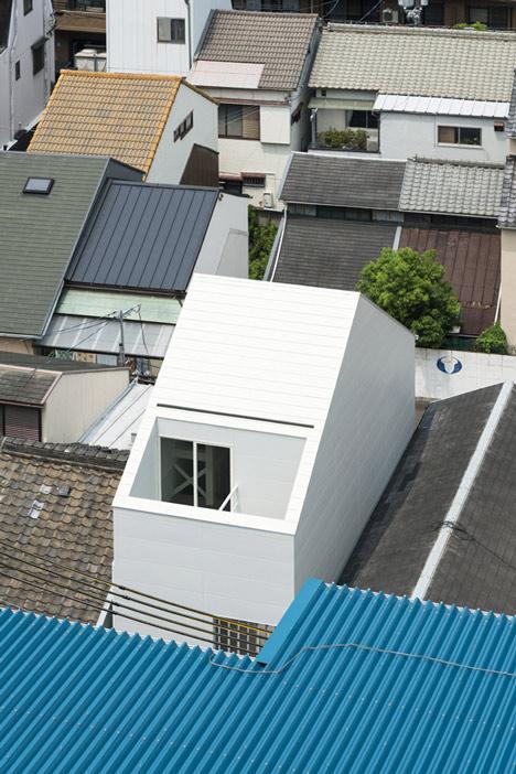 Japanese house designed around a dining table by Tsubasa Iwahashi Architects