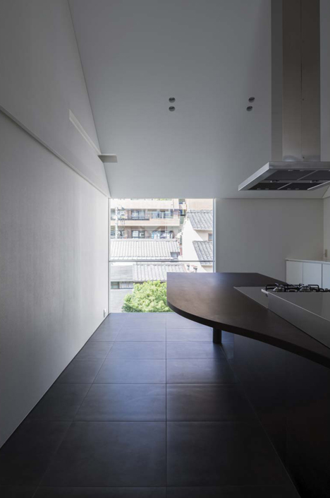 Japanese house designed around a dining table by Tsubasa Iwahashi Architects