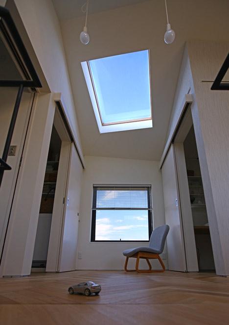 House in Oiso by atelier HAKO architects_dezeen_10