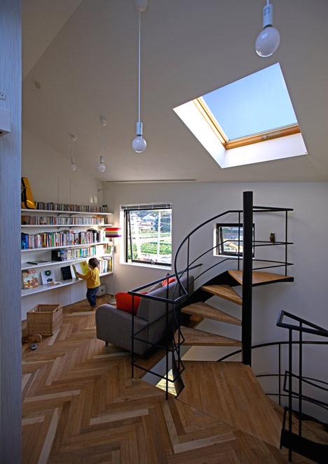 House in Oiso by atelier HAKO architects_dezeen_11