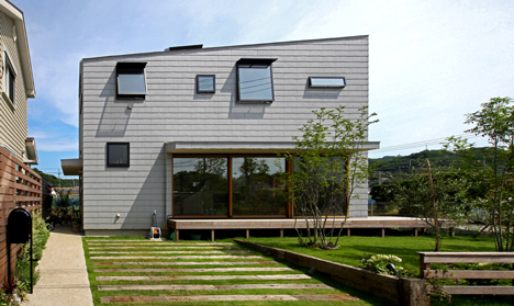 House in Oiso by atelier HAKO architects_dezeen_2