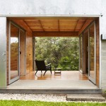 Keperra House built around a sheltered deck by A-CH