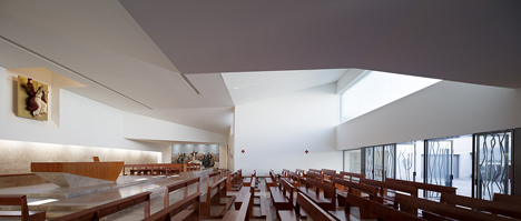 La Ascension del Senor Church by AGi architects