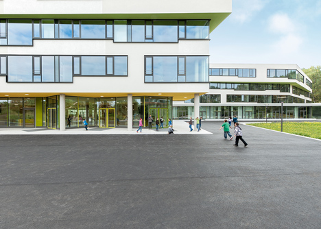 Secondary School Ergolding by Behnisch Architekten