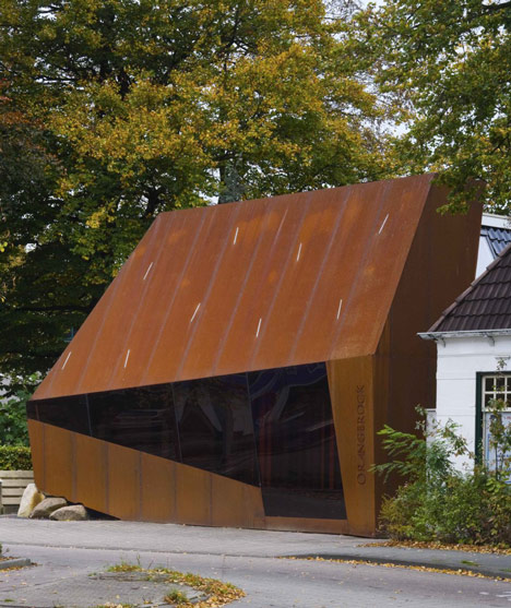 Corten steel office facade by Möhn + Bouman