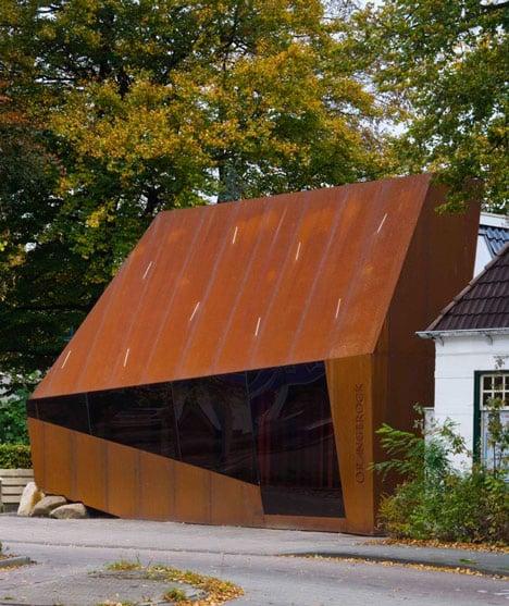 Corten steel office facade by Möhn + Bouman