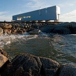 Sunset Rock House on the edge of the ocean by MacKay-Lyons Sweetapple Architects
