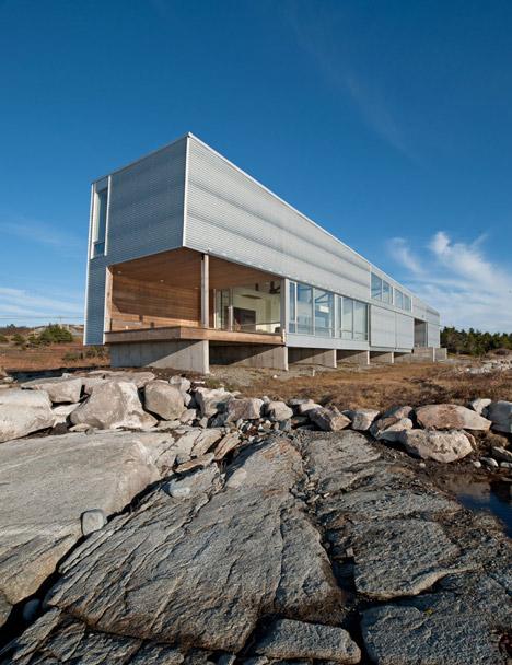 Sunset Rock House by Mackay-Lyons Sweetapple Architects