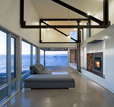 Sunset Rock House by Mackay-Lyons Sweetapple Architects