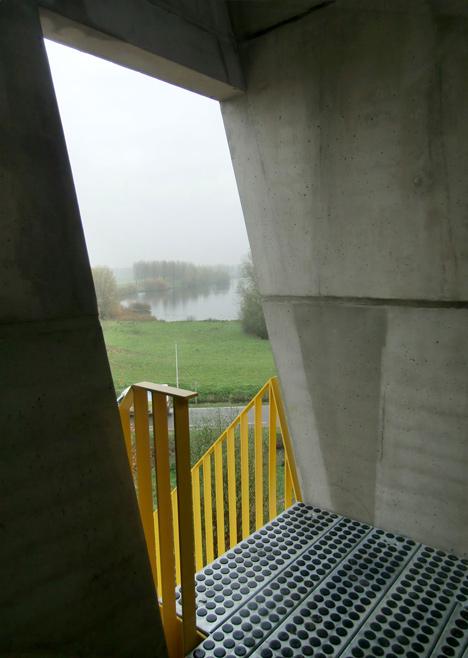 Adventure tower in concrete at Beldert Beach by Ateliereen Architecten_dezeen_3