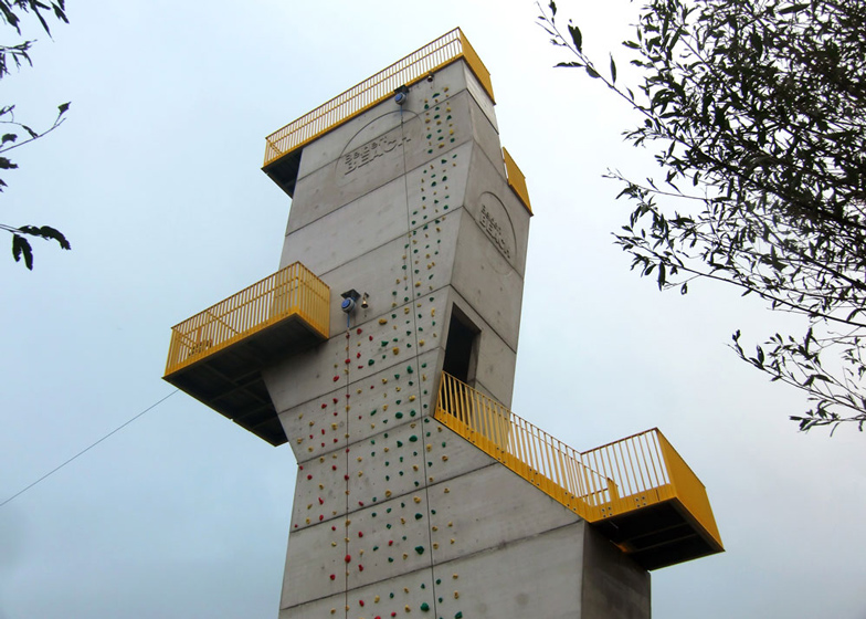 Adventure tower in concrete at Beldert Beach by Ateliereen Architecten