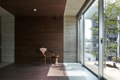 Balcony House by Ryo Matsui Architects_dezeen_1