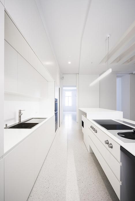 Beletage Apartment in Vienna by Alex Graef