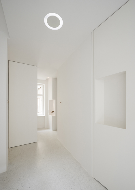 Beletage Apartment in Vienna by Alex Graef