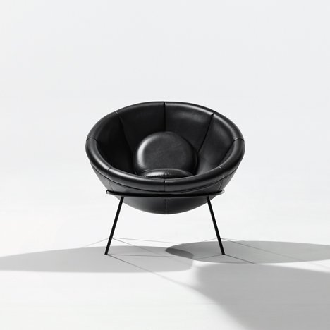 Bowl chair by Lina Bo Bardi reissued by Arper_dezeen_1