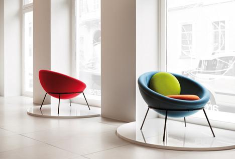 Bowl chair by Lina Bo Bardi reissued by Arper_dezeen_11