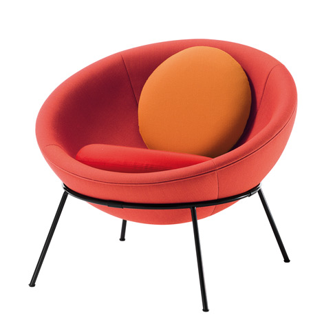 Bowl chair by Lina Bo Bardi reissued by Arper_dezeen_16